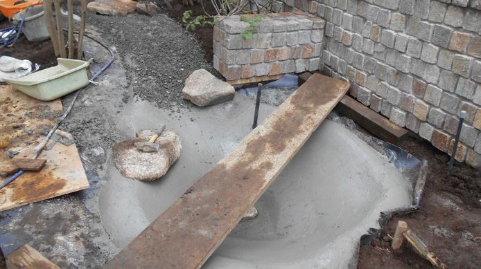【施工1】流れの終点に水場を設けて水を受ける