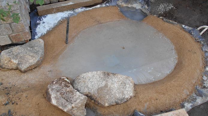 【施工3】モルタルの表面は真砂土で仕上げる