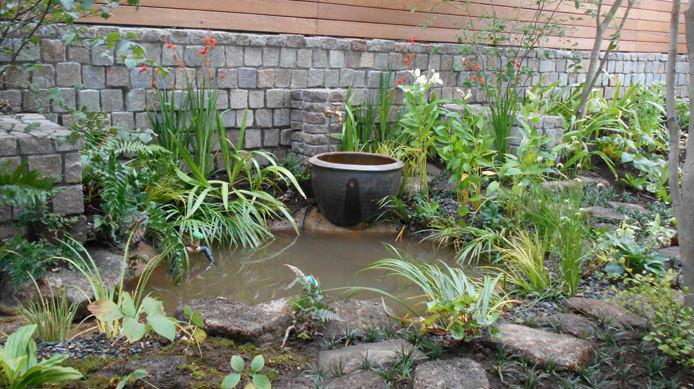 【完成】立水栓と水鉢を見せ場に。水草も似合う